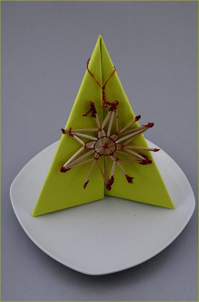 Servietten Falten Anleitung Bild Grün Einfach Pfeiler Weihnachten