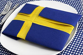 Servietten falten Anleitung Schwedische Flagge