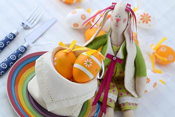 Servietten falten Ostern Anleitung Eierkorb